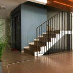 Entrée intemporelle d'un immeuble des années 50 - Cage d'escalier Puech du Teil