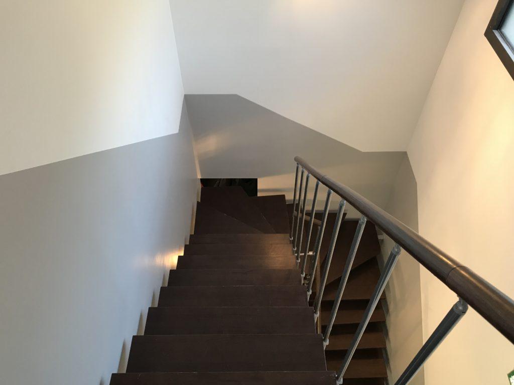 Sous bassement escalier agence immobilière